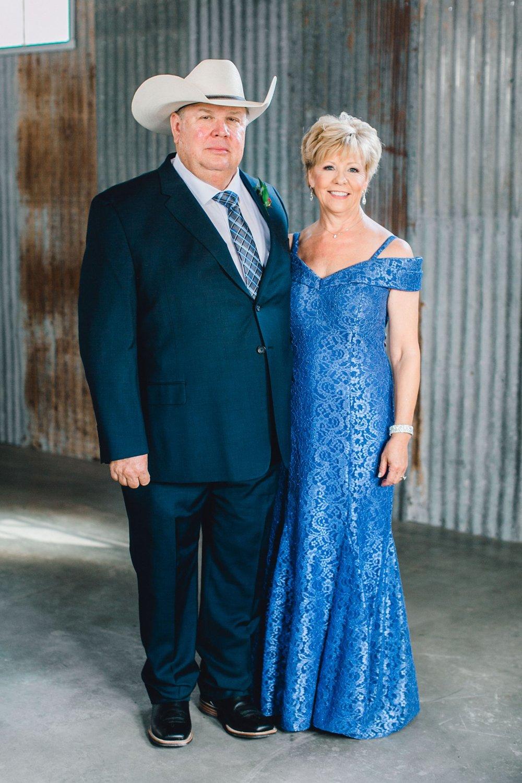 Jenna-and-garrett-Everett-kitalou-gin-lubbock-wedding-dayspring-designs-lubbock-wedding-photographer_0054.jpg