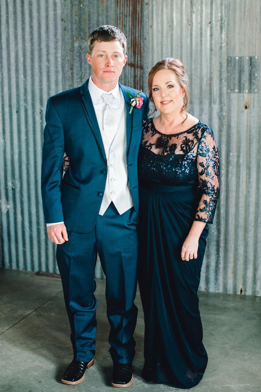 Jenna-and-garrett-Everett-kitalou-gin-lubbock-wedding-dayspring-designs-lubbock-wedding-photographer_0061.jpg