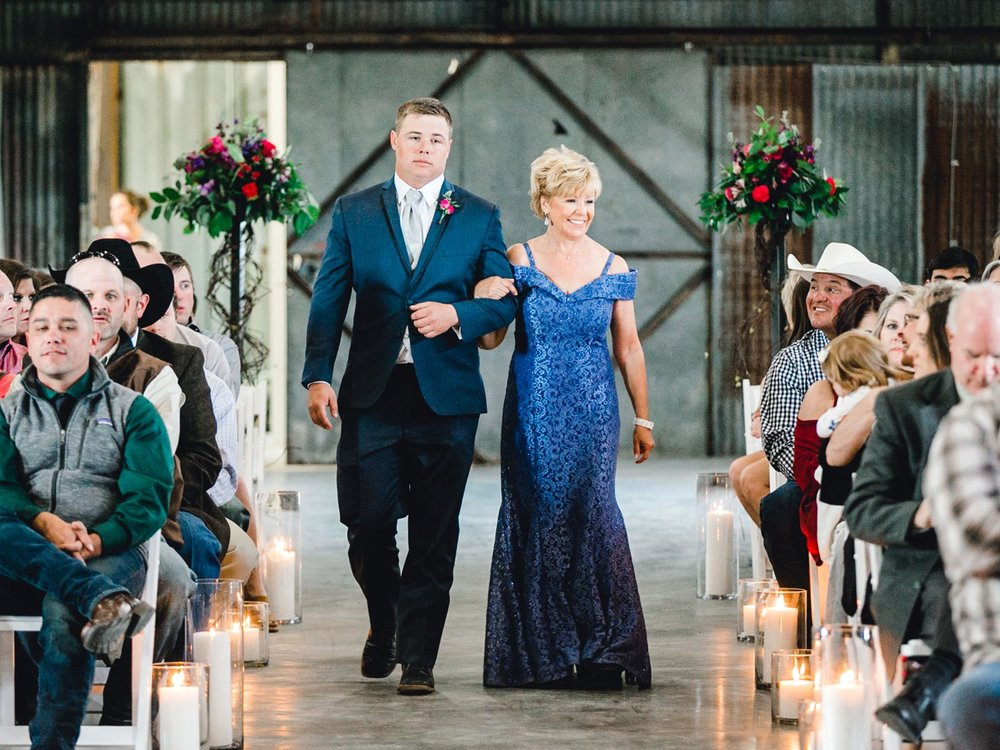 Jenna-and-garrett-Everett-kitalou-gin-lubbock-wedding-dayspring-designs-lubbock-wedding-photographer_0085.jpg