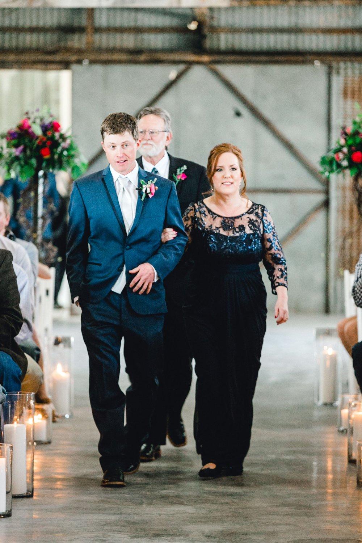 Jenna-and-garrett-Everett-kitalou-gin-lubbock-wedding-dayspring-designs-lubbock-wedding-photographer_0084.jpg