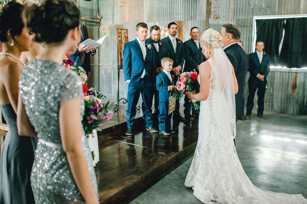 Jenna-and-garrett-Everett-kitalou-gin-lubbock-wedding-dayspring-designs-lubbock-wedding-photographer_0092.jpg