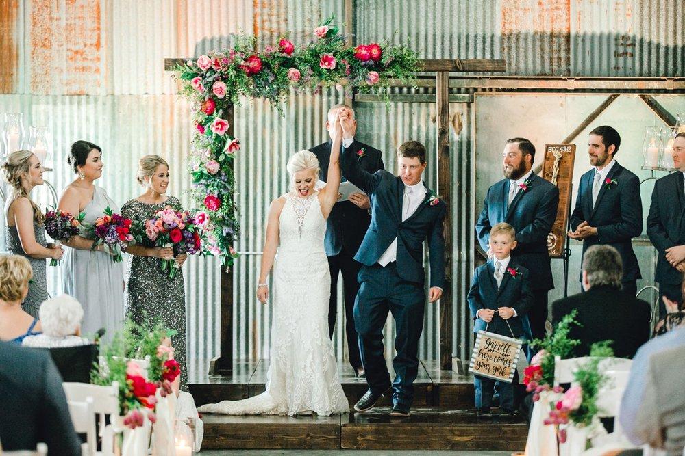 Jenna-and-garrett-Everett-kitalou-gin-lubbock-wedding-dayspring-designs-lubbock-wedding-photographer_0106.jpg