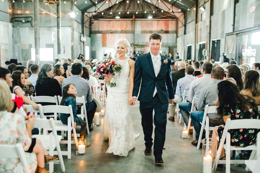 Jenna-and-garrett-Everett-kitalou-gin-lubbock-wedding-dayspring-designs-lubbock-wedding-photographer_0107.jpg