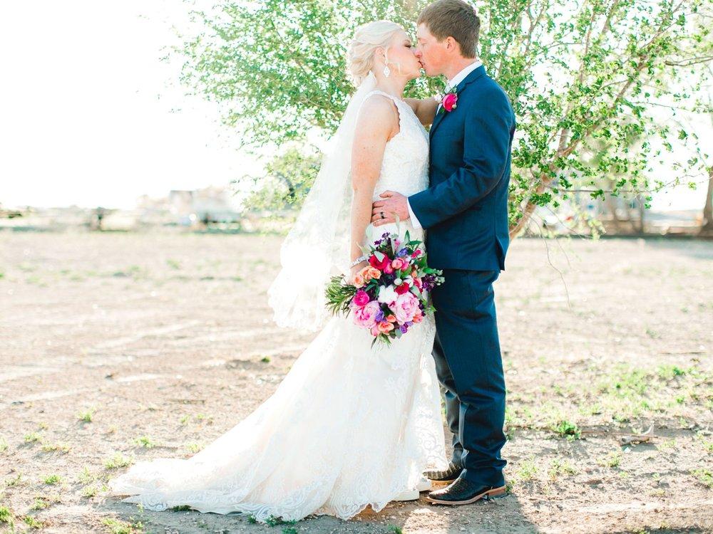 Jenna-and-garrett-Everett-kitalou-gin-lubbock-wedding-dayspring-designs-lubbock-wedding-photographer_0113.jpg