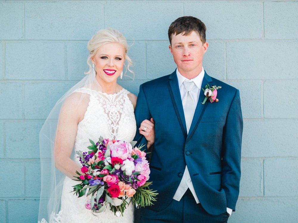 Jenna-and-garrett-Everett-kitalou-gin-lubbock-wedding-dayspring-designs-lubbock-wedding-photographer_0115.jpg