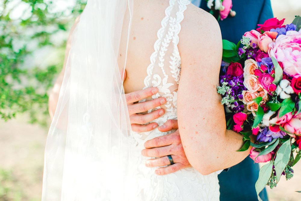Jenna-and-garrett-Everett-kitalou-gin-lubbock-wedding-dayspring-designs-lubbock-wedding-photographer_0116.jpg