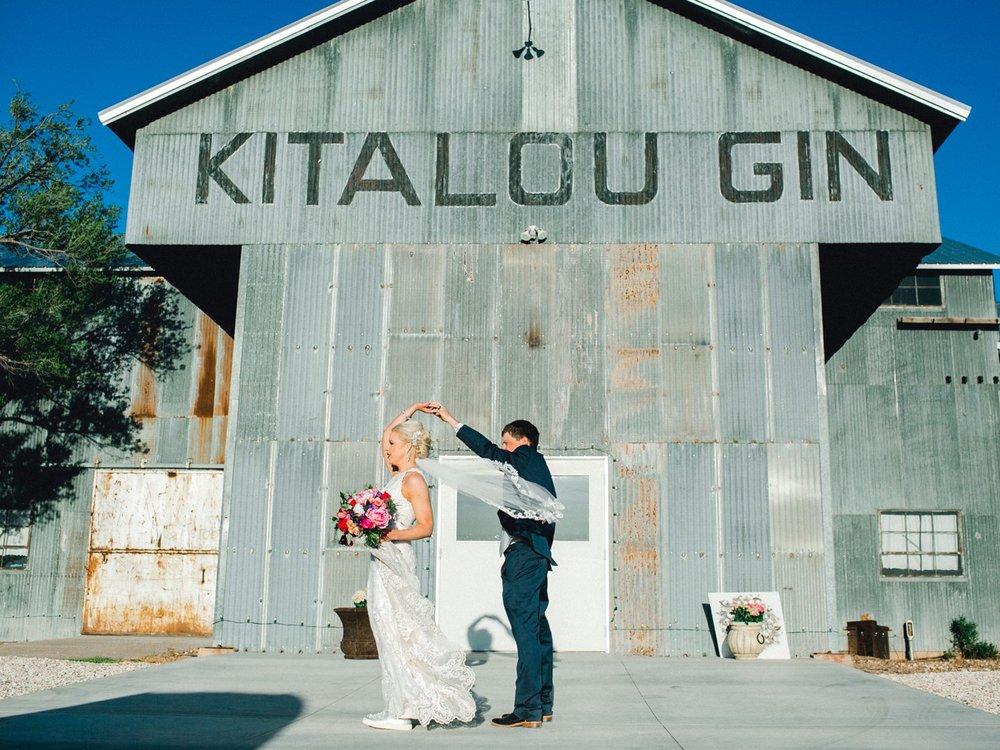 Jenna-and-garrett-Everett-kitalou-gin-lubbock-wedding-dayspring-designs-lubbock-wedding-photographer_0127.jpg