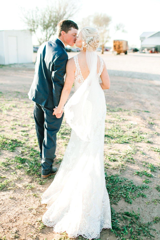 Jenna-and-garrett-Everett-kitalou-gin-lubbock-wedding-dayspring-designs-lubbock-wedding-photographer_0126.jpg