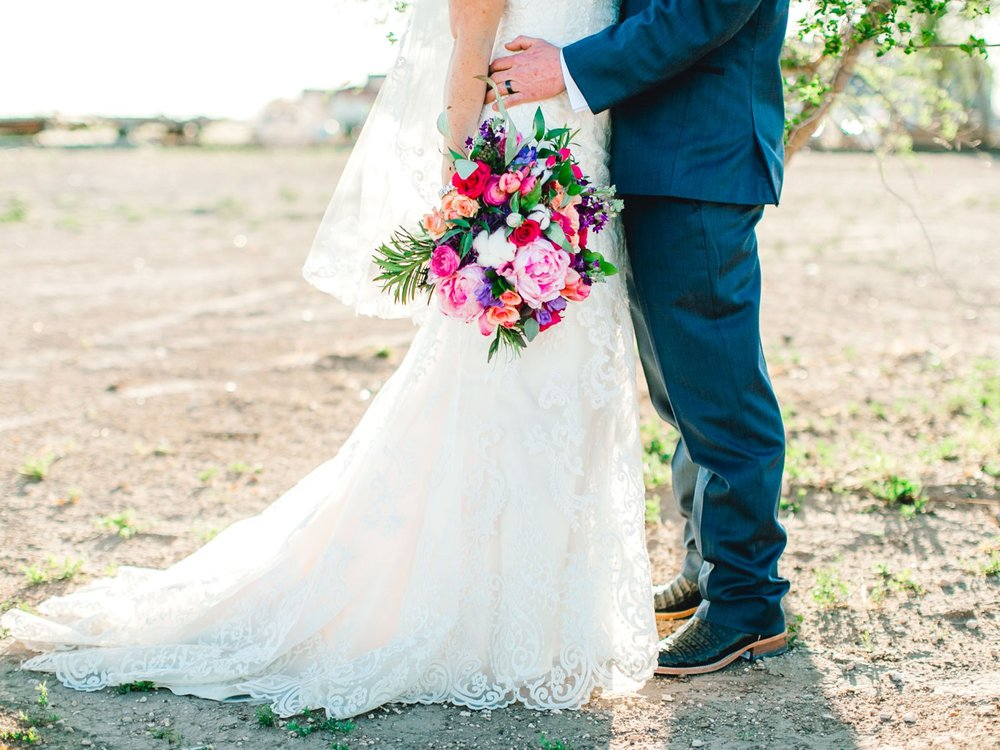 Jenna-and-garrett-Everett-kitalou-gin-lubbock-wedding-dayspring-designs-lubbock-wedding-photographer_0129.jpg