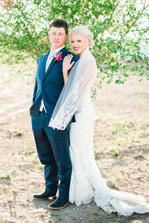 Jenna-and-garrett-Everett-kitalou-gin-lubbock-wedding-dayspring-designs-lubbock-wedding-photographer_0132.jpg