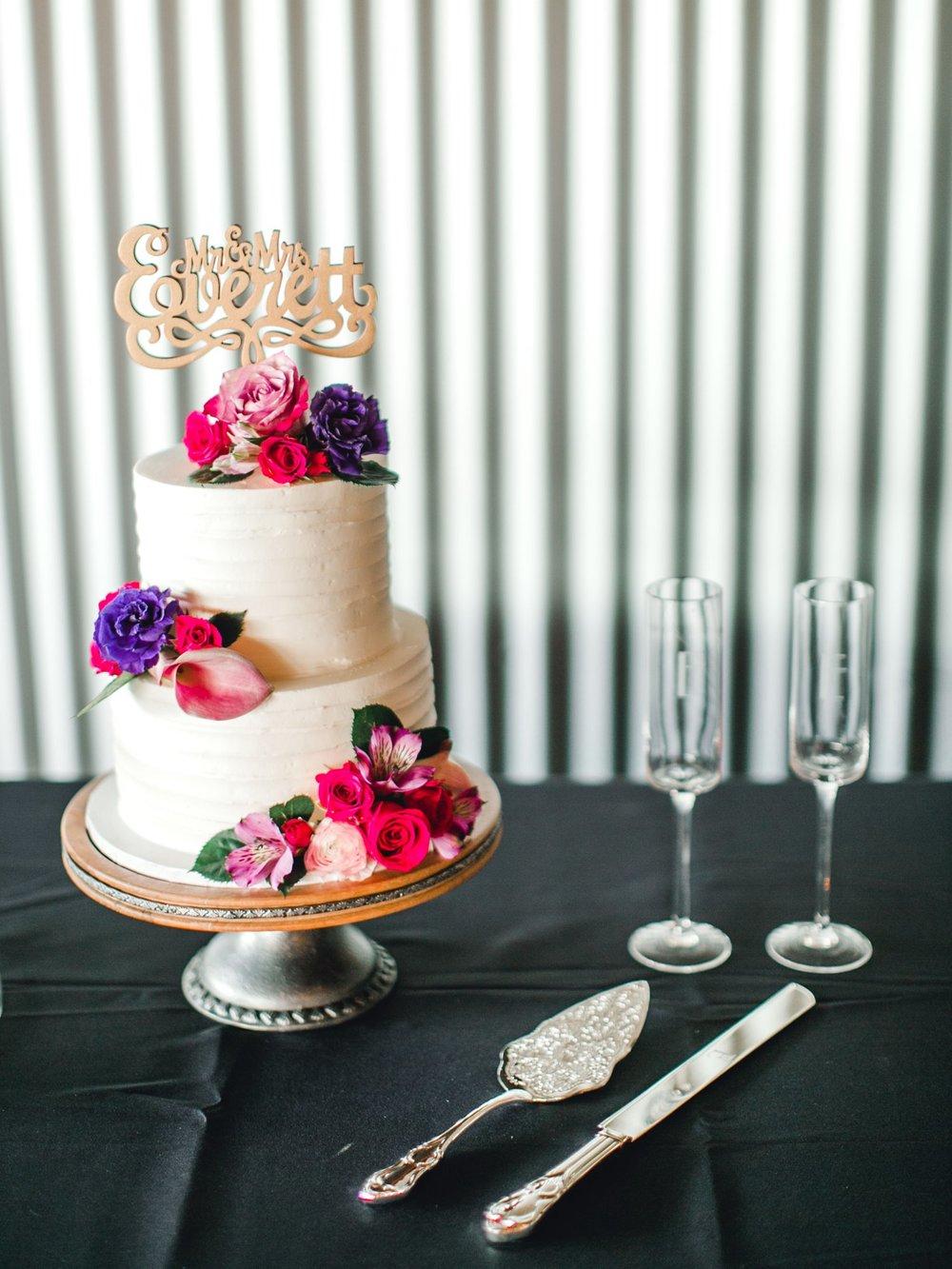 Jenna-and-garrett-Everett-kitalou-gin-lubbock-wedding-dayspring-designs-lubbock-wedding-photographer_0156.jpg