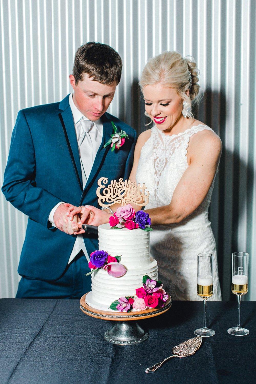 Jenna-and-garrett-Everett-kitalou-gin-lubbock-wedding-dayspring-designs-lubbock-wedding-photographer_0158.jpg