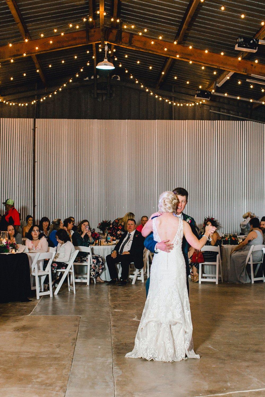 Jenna-and-garrett-Everett-kitalou-gin-lubbock-wedding-dayspring-designs-lubbock-wedding-photographer_0165.jpg