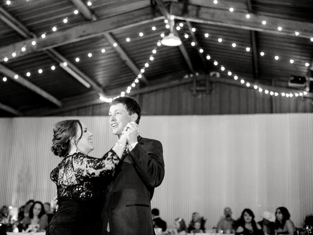 Jenna-and-garrett-Everett-kitalou-gin-lubbock-wedding-dayspring-designs-lubbock-wedding-photographer_0173.jpg