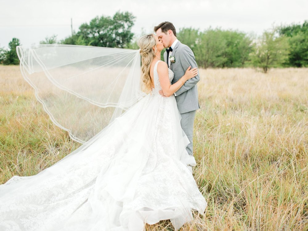 KAITLYN_AND_ZACHARY_HUNT_ALLEEJ_LUBBOCK_WEDDING_PHOTOGRAPHER_EBERLEY_BROOKS_EVENTS_0154.jpg