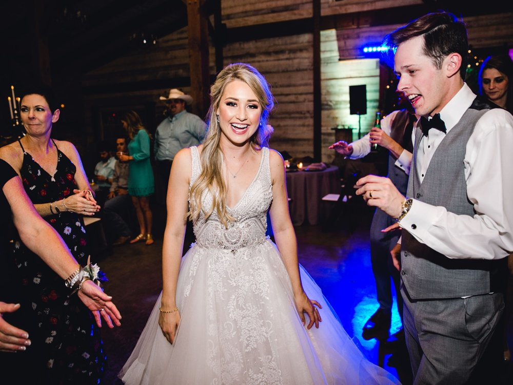 KAITLYN_AND_ZACHARY_HUNT_ALLEEJ_LUBBOCK_WEDDING_PHOTOGRAPHER_EBERLEY_BROOKS_EVENTS_0236.jpg