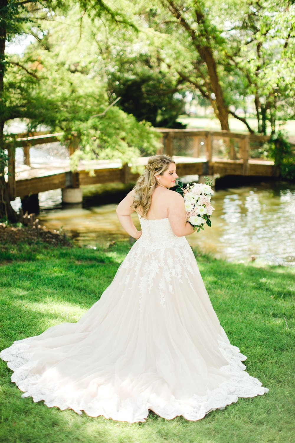 SARAH_AND_GEOFFREY_SHARP_SPIRIT_RANCH_WEDDING_ALLEEJ_LUBBOCK_TX_0025.jpg