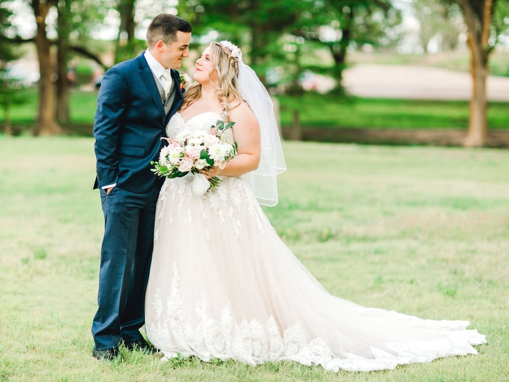 SARAH_AND_GEOFFREY_SHARP_SPIRIT_RANCH_WEDDING_ALLEEJ_LUBBOCK_TX_0117.jpg