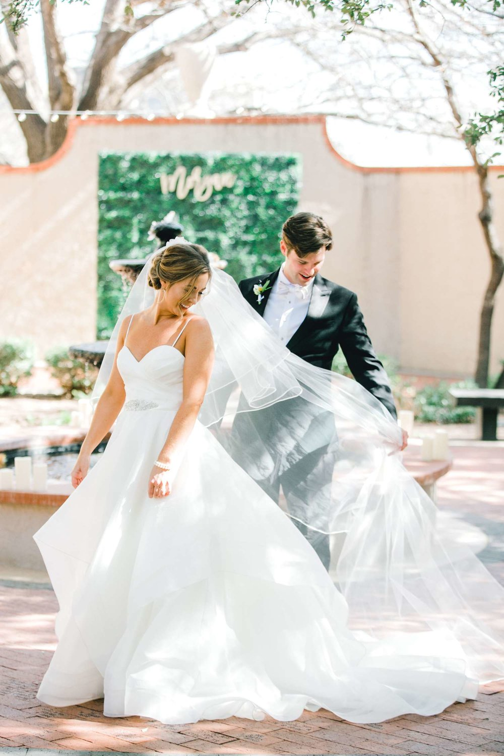MARLEE+LLOYD+MORGAN+ALLEEJ+TEXAS+TECH+MERKET+ALUMNI+WEDDINGS+LUBBOCK+WEST+TABLE+CLASSIC+SPAIN_0076.jpg