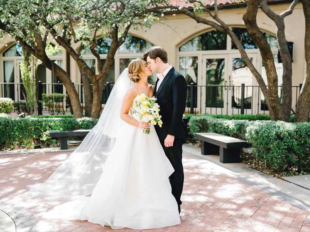 MARLEE+LLOYD+MORGAN+ALLEEJ+TEXAS+TECH+MERKET+ALUMNI+WEDDINGS+LUBBOCK+WEST+TABLE+CLASSIC+SPAIN_0129.jpg
