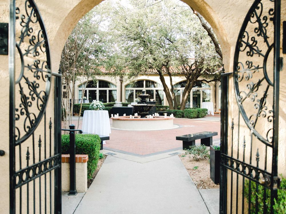 MARLEE+LLOYD+MORGAN+ALLEEJ+TEXAS+TECH+MERKET+ALUMNI+WEDDINGS+LUBBOCK+WEST+TABLE+CLASSIC+SPAIN_0189.jpg