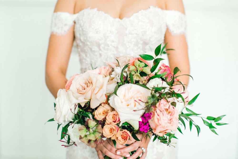 HEBERT_MORGAN_AND_CLAY_ALLEEJ_THE_FARMHOUSE_MONTGOMERY_TEXAS_WEDDING_0024.jpg