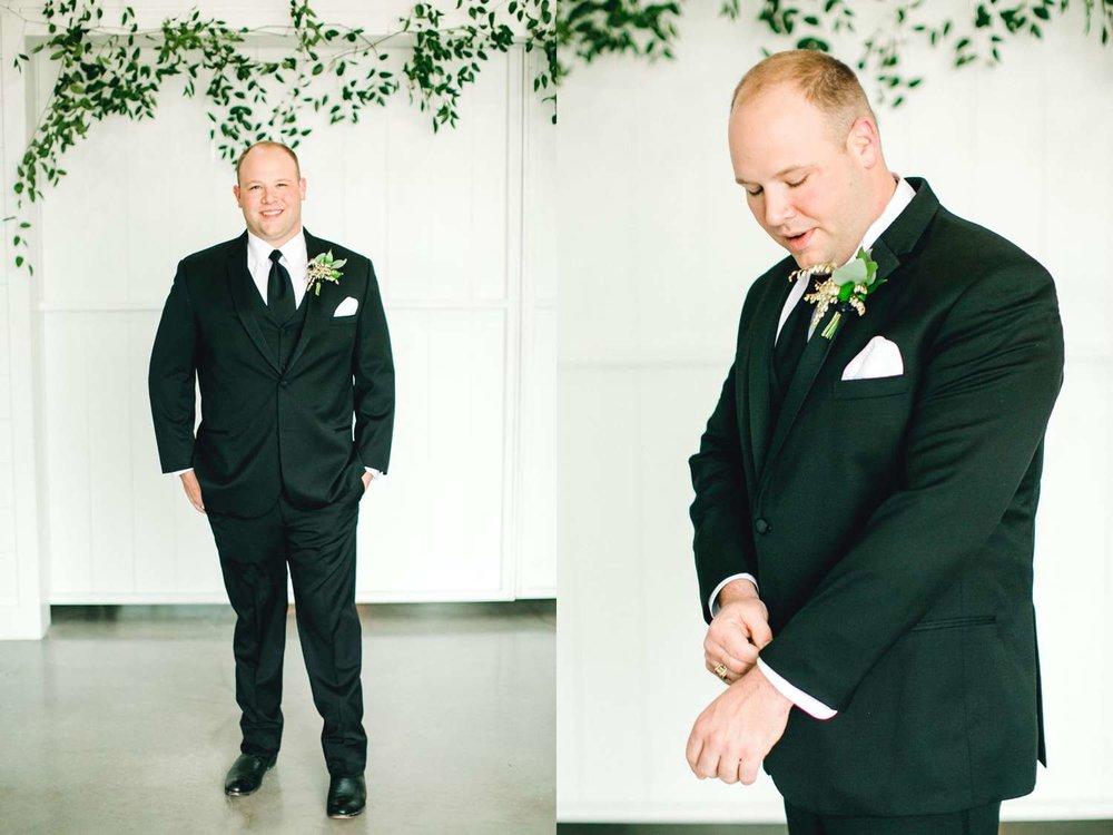 HEBERT_MORGAN_AND_CLAY_ALLEEJ_THE_FARMHOUSE_MONTGOMERY_TEXAS_WEDDING_0044.jpg