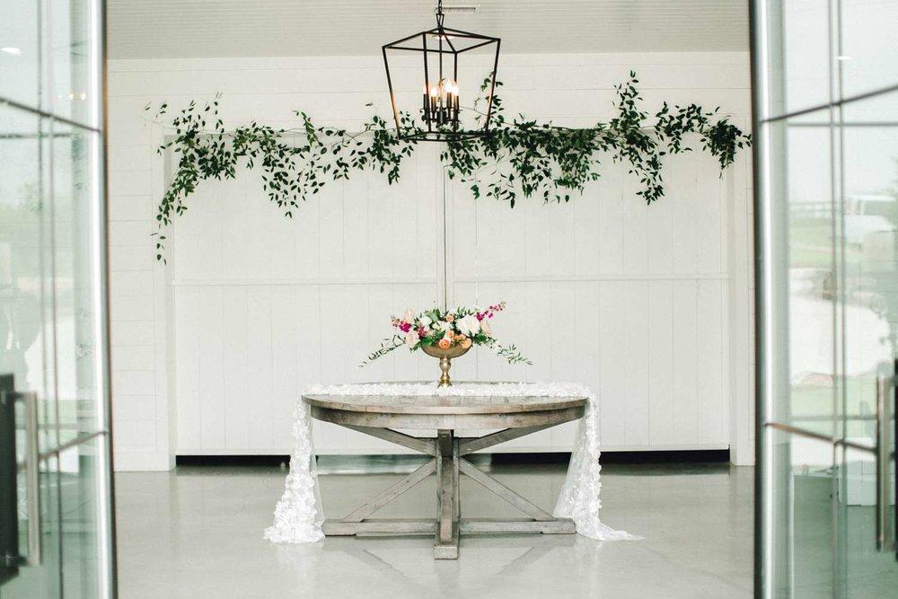 HEBERT_MORGAN_AND_CLAY_ALLEEJ_THE_FARMHOUSE_MONTGOMERY_TEXAS_WEDDING_0060.jpg
