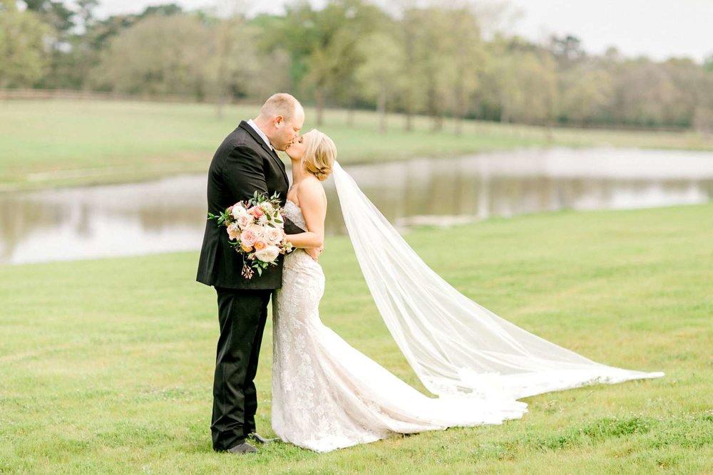 HEBERT_MORGAN_AND_CLAY_ALLEEJ_THE_FARMHOUSE_MONTGOMERY_TEXAS_WEDDING_0129.jpg
