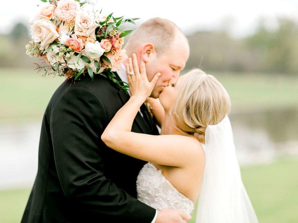 HEBERT_MORGAN_AND_CLAY_ALLEEJ_THE_FARMHOUSE_MONTGOMERY_TEXAS_WEDDING_0134.jpg