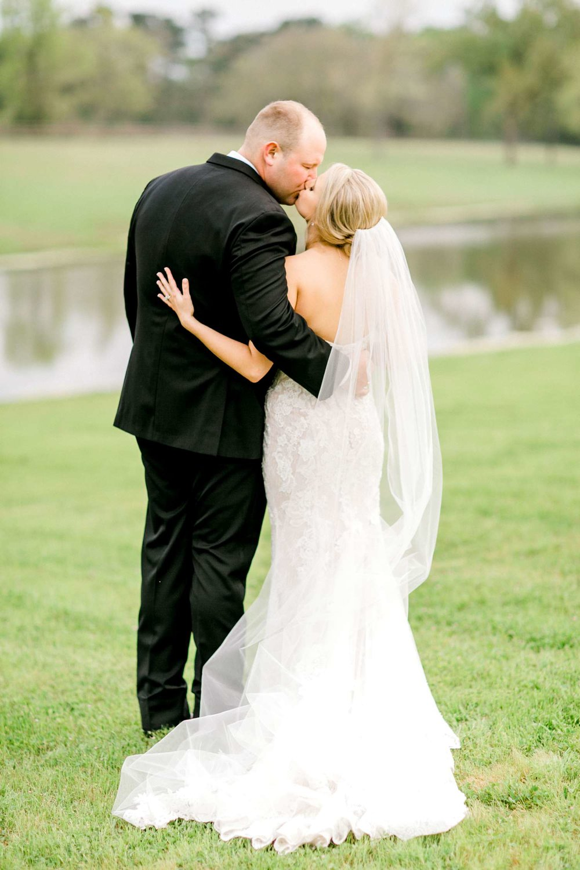 HEBERT_MORGAN_AND_CLAY_ALLEEJ_THE_FARMHOUSE_MONTGOMERY_TEXAS_WEDDING_0141.jpg