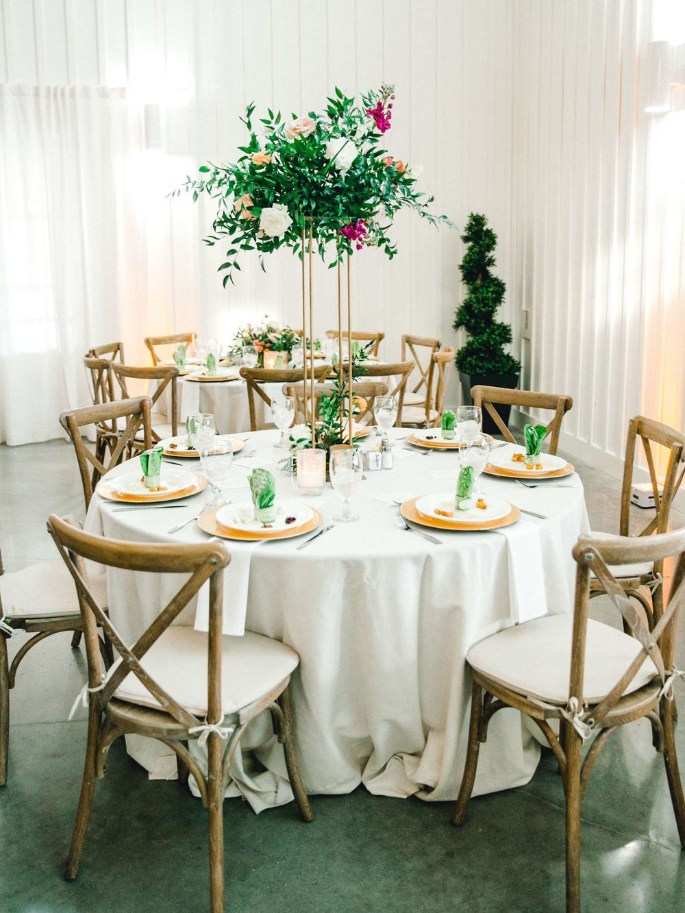 HEBERT_MORGAN_AND_CLAY_ALLEEJ_THE_FARMHOUSE_MONTGOMERY_TEXAS_WEDDING_0159.jpg