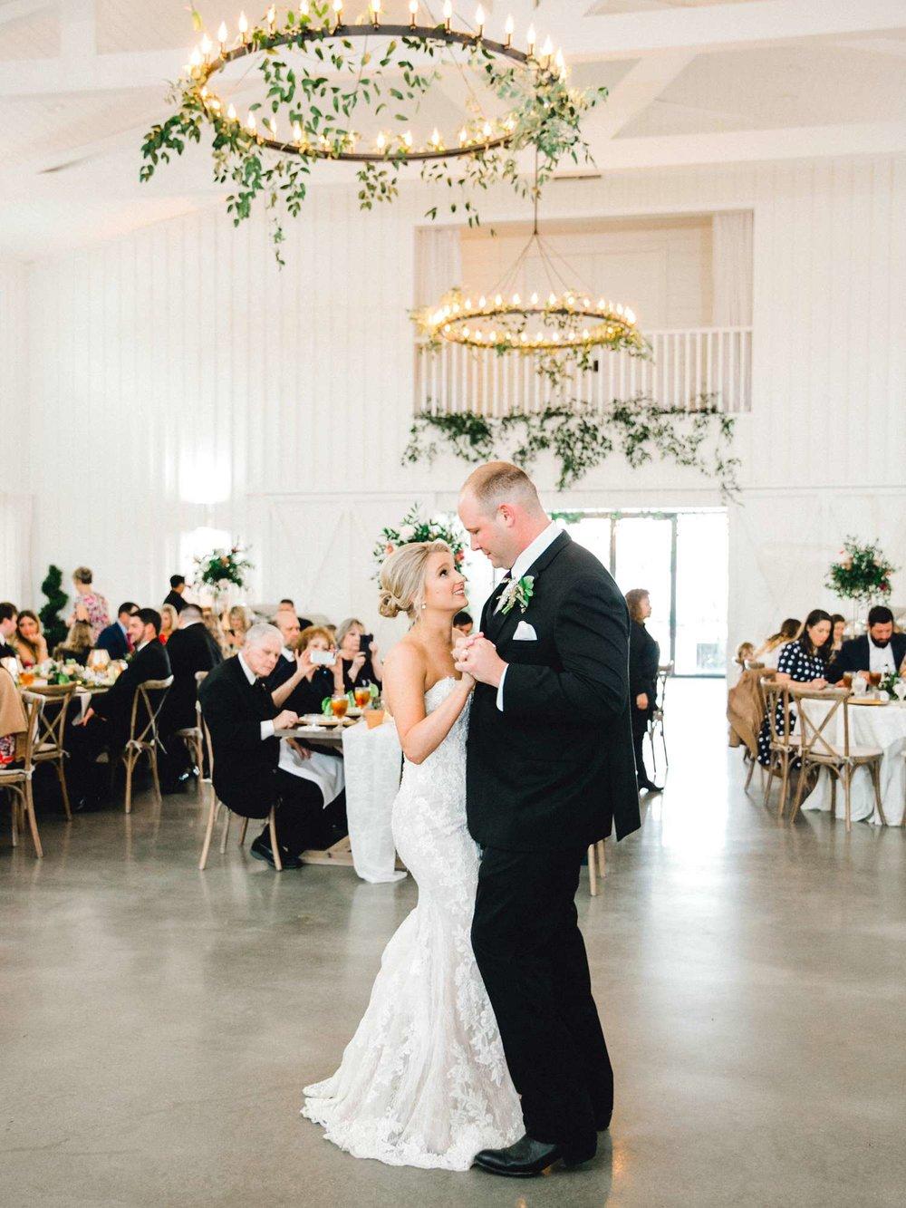 HEBERT_MORGAN_AND_CLAY_ALLEEJ_THE_FARMHOUSE_MONTGOMERY_TEXAS_WEDDING_0165.jpg