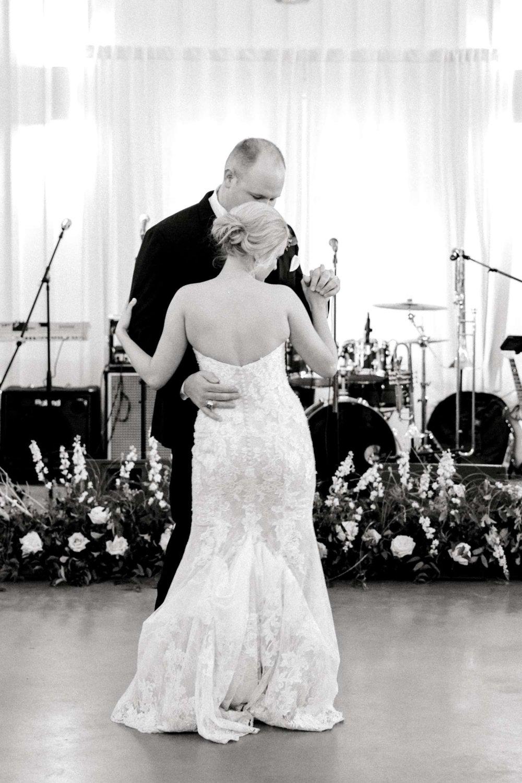 HEBERT_MORGAN_AND_CLAY_ALLEEJ_THE_FARMHOUSE_MONTGOMERY_TEXAS_WEDDING_0166.jpg