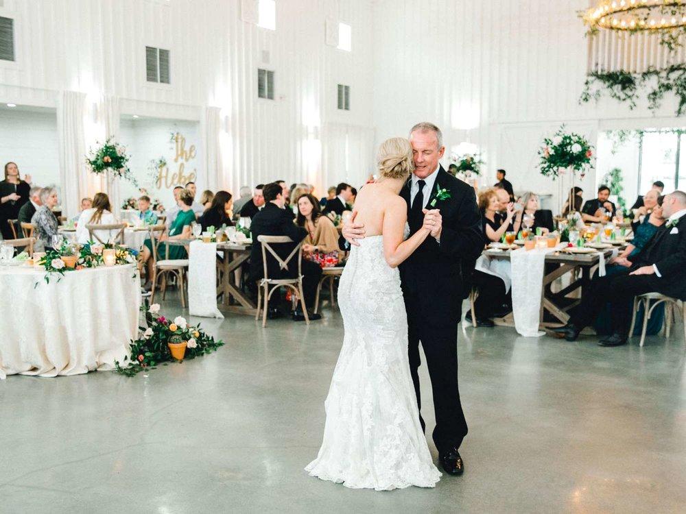 HEBERT_MORGAN_AND_CLAY_ALLEEJ_THE_FARMHOUSE_MONTGOMERY_TEXAS_WEDDING_0172.jpg