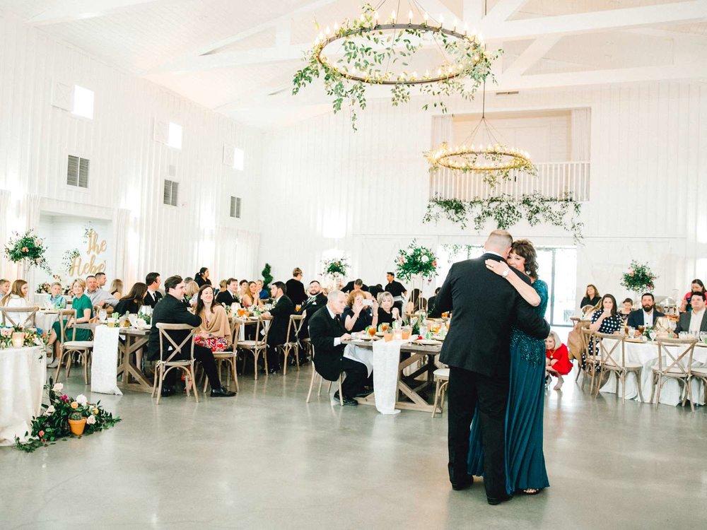 HEBERT_MORGAN_AND_CLAY_ALLEEJ_THE_FARMHOUSE_MONTGOMERY_TEXAS_WEDDING_0174.jpg