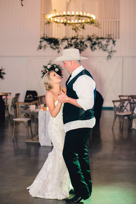 HEBERT_MORGAN_AND_CLAY_ALLEEJ_THE_FARMHOUSE_MONTGOMERY_TEXAS_WEDDING_0244.jpg