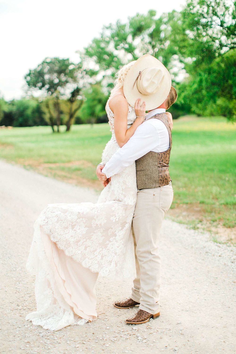 SARAH+TREVOR+BADGETT+SPARROW+CREEK+GRAHAM+TEXAS+ALLEEJ+WEDDINGS_0107.jpg