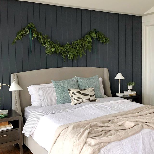 Visions of sugar plums have definitely been dancing in my head since we hung this fresh cedar garland above our bed ✨🤩✨ We broke out the fleece sheets too... so cozy! . . . . . . . #modandstanley #smmakelifebeautiful #myparachutehome #interiordecor #sofreshandsogreen #interiordesign #masterbedroom #shiplap #decor #design #cedar #christmas #garland