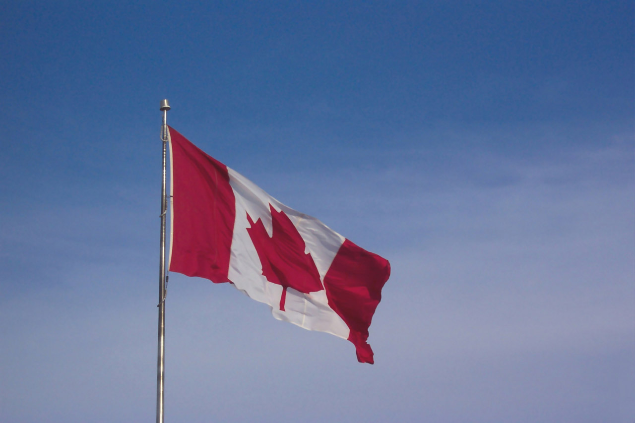 canadian_flag_blowing_in_the_wind