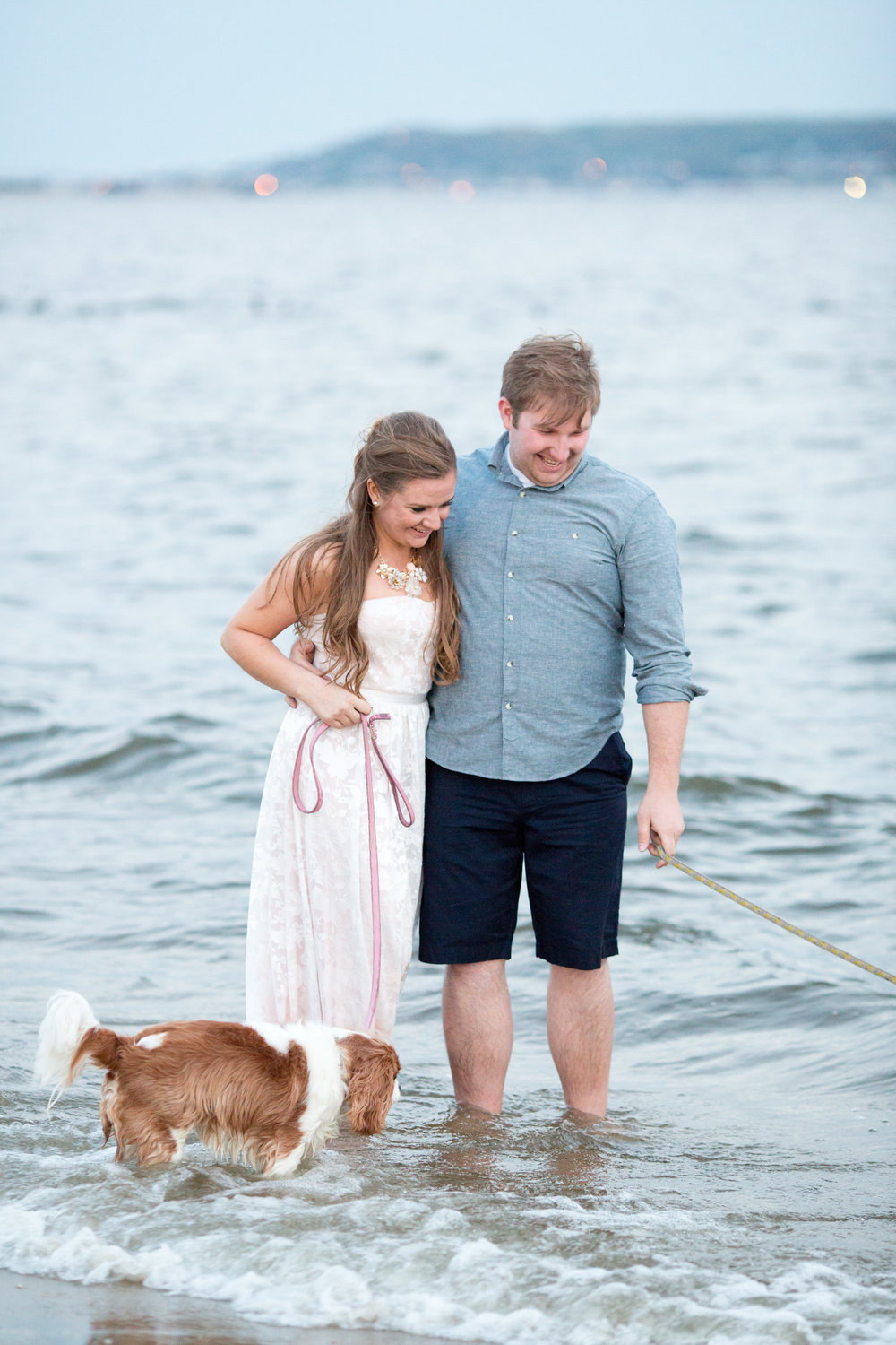 beach engagement session photo ideas at sandy hook with jaye kogut photography
