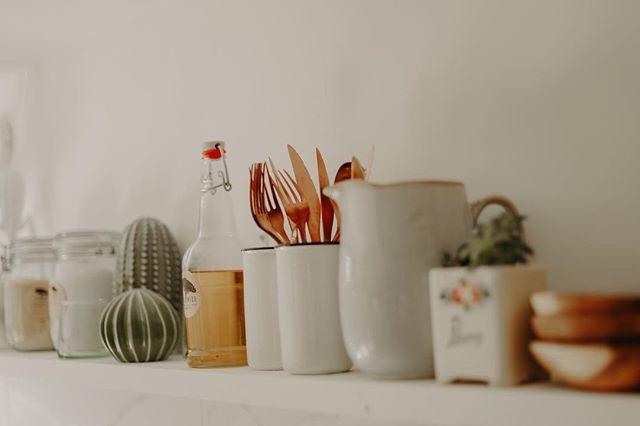 Détails cuisine 🍴 #decorationinterieur #lapinede #kitchendesign #guesthouse #marseille #familytime #summer2018 📷 @maelysizzo