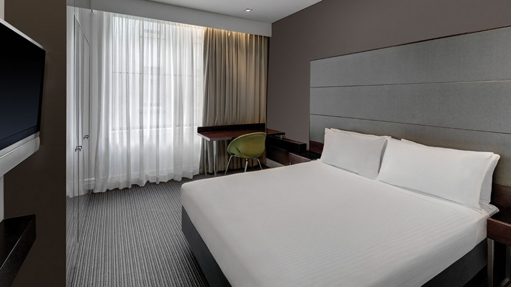 rendezvous-hotel-melbourne-guest-room-bedroom-queen-01-2016.jpg