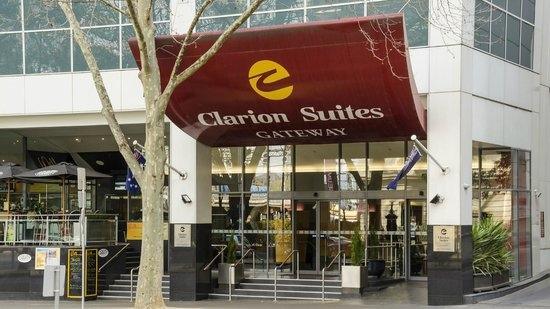 clarion-suites-gateway.jpg