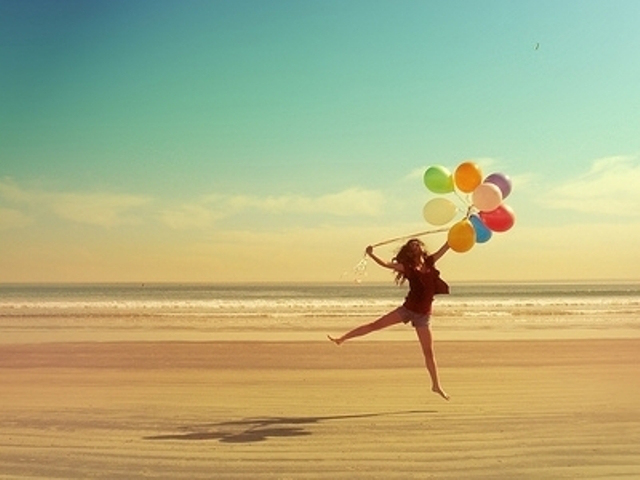 balloons-beach-beauty-freedom-happiness-favim_com-268585