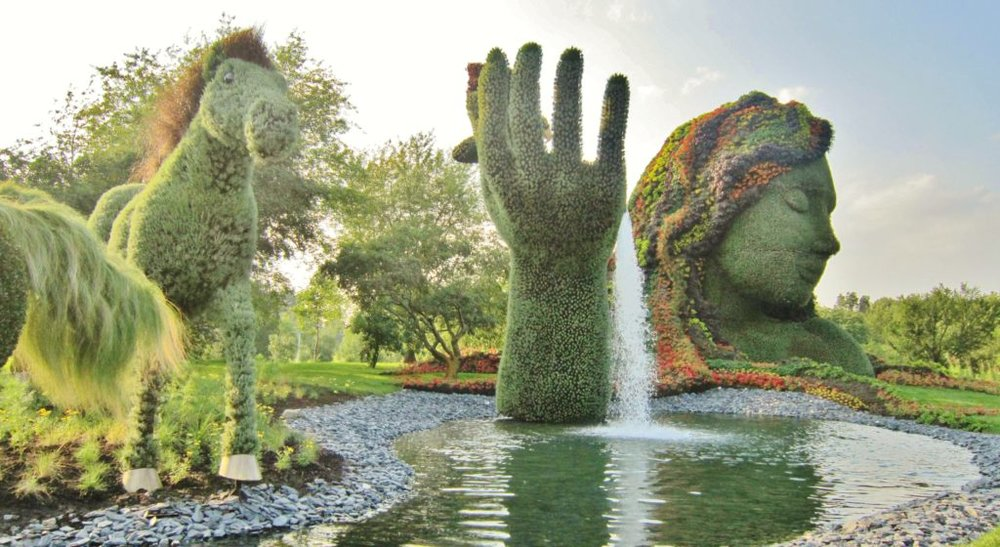Coup_de_main_de_Mère_Nature._-_Mother_Nature_gives_a_hand_to_earth...Mosaïcultures_de_Montréal_2013_-_panoramio-1024x560.jpg