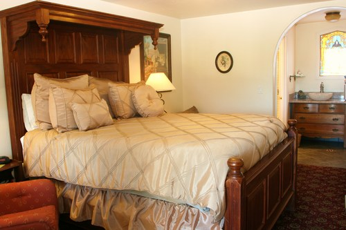 ONE QUEEN BED  Features: Private Bath, Ocean Views, Air Conditioning, Queen Size Bed