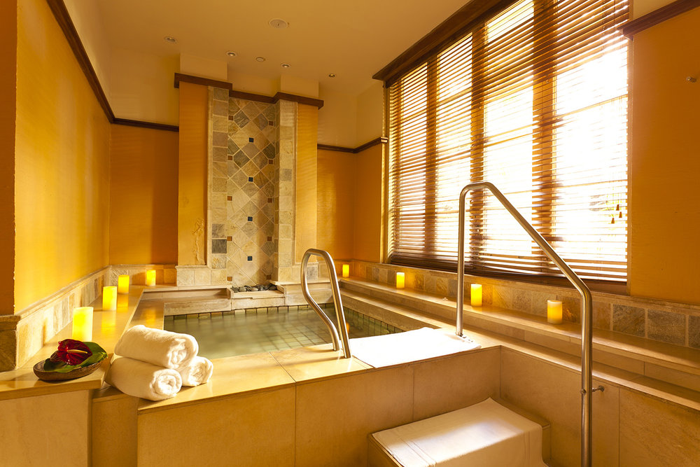 The Jacuzzi at Abhasa Waikiki Spa.