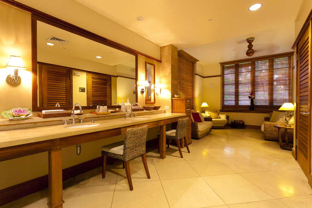 The locker room at Abhasa Waikiki Spa.
