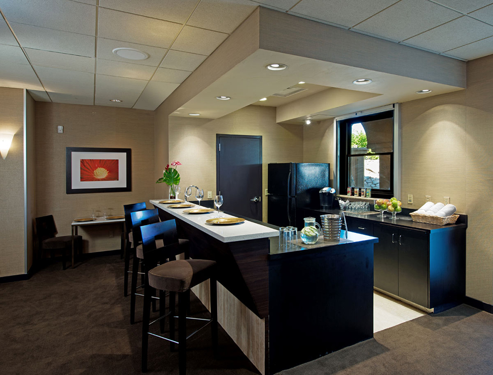 Spa guests can enjoy lunch and snacks at the spa's cafe.